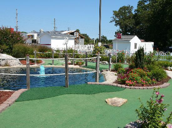 Long Neck Miniature Golf : Course at Long Neck Mini-Golf (next to Bona Pizza)