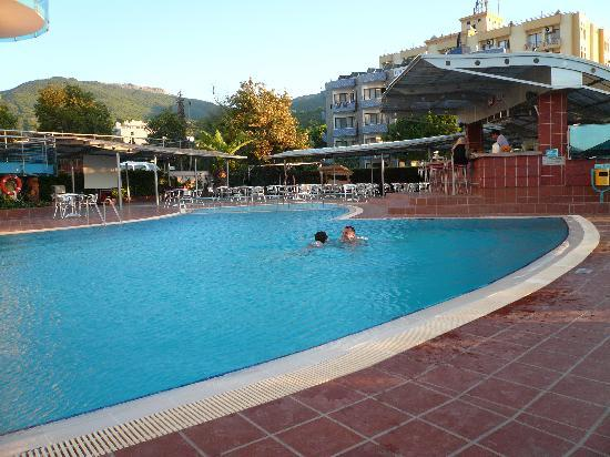 Faustina Hotel & SPA: pool pic