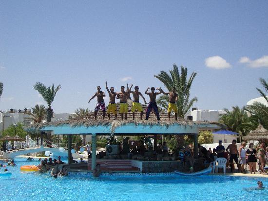 Fiesta Beach Club Djerba : les anim avant leur saut !!! super