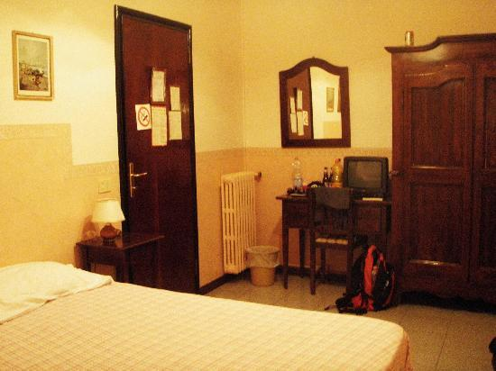 Delle Camelie: Our room