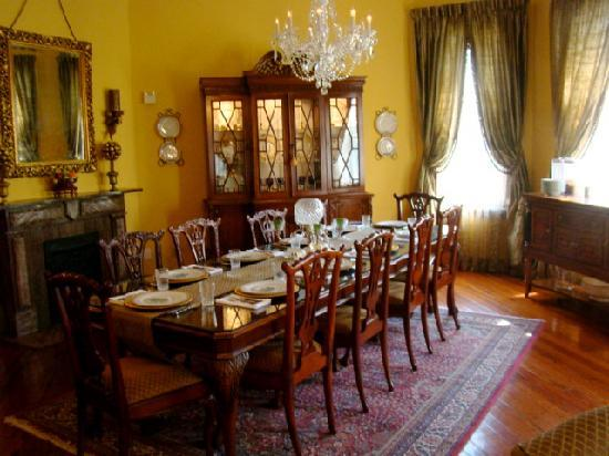 1896 O'Malley House Bed and Breakfast: the lovely dining room