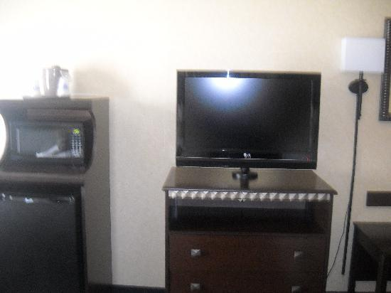 Hampton Inn Roanoke Rapids: Good picture quality on the TV.