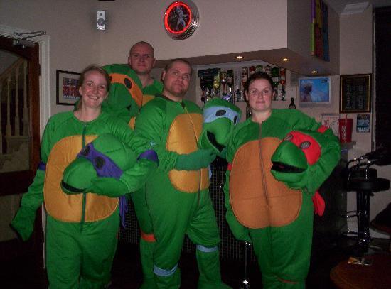 ذا كريمر جيست هاوس: The Turtles before going round to the Winter Gardens  for the World Championship Darts