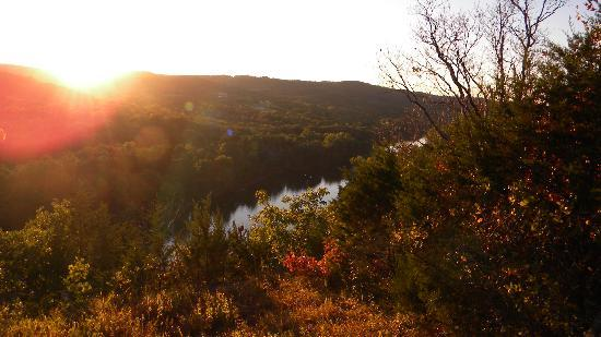 Arkansas White River Cabins: View at sunset