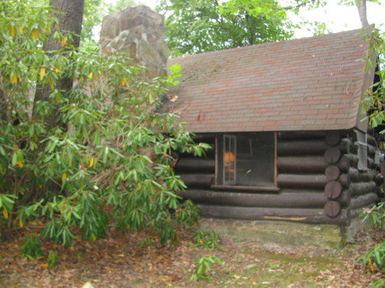 Leber's Log Cabins: A view of the bedroom side of the cabin