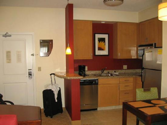 Residence Inn Kansas City Airport - Kitchen