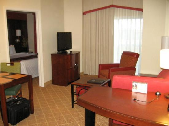 Residence Inn Kansas City Airport - Living Room