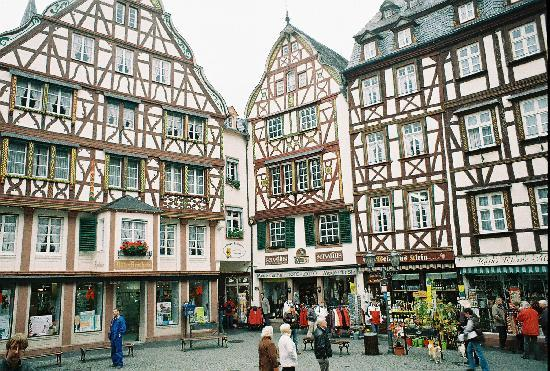 Bernkastel-Kues, Niemcy: Timbered building in town