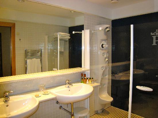 Parador de Salamanca: Bathroom