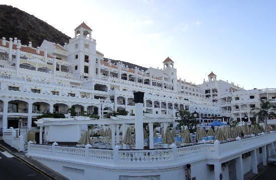 Hollywood Mirage Tenerife: Main pool again