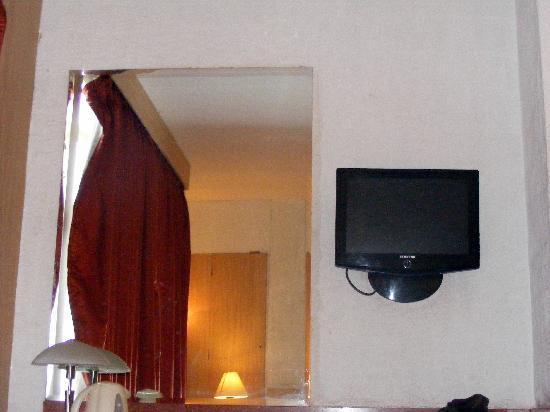 Walnut Budget Hotel: Interior