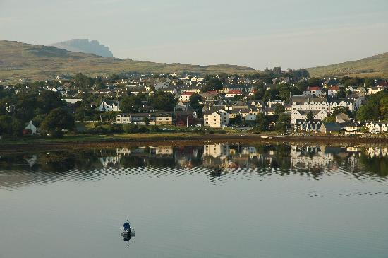 The Gables Bed & Breakfast: view of Portree sunset from the B&B