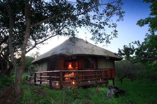 Shayamoya Tiger Fishing & Game Lodge: Elegant bush chalets at Shayamoya Game Lodge, Pongola