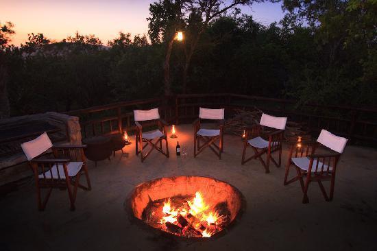 Shayamoya Tiger Fishing & Game Lodge: Glorious bliss in the bush, Shayamoya's fire, Pongola