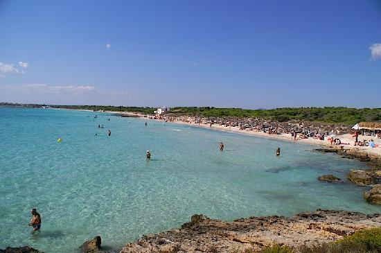 Playa de Es Trenc: 岩場からの美しい遠浅の海です