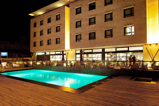 New Hotel Of Marseille : Terrasse et Piscine