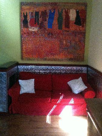 Inn Between : Sitting area / sofa bed