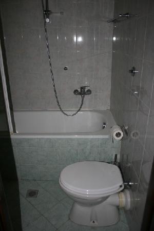 Inn Station Rome: the bathroom