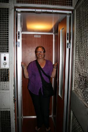 Inn Station Rome: the lift to the first floor