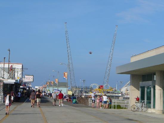 Start of the Wildwood boardwalk by the convention center