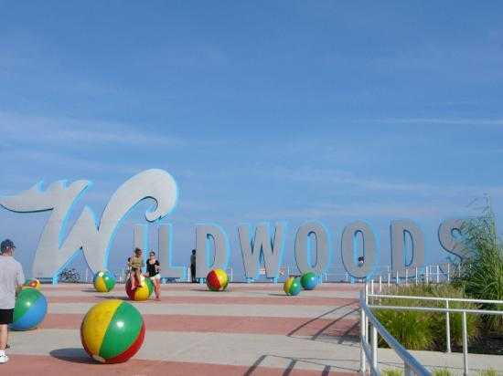 Wildwood Boardwalk: Wildwoods sign & LARGE Beach Balls