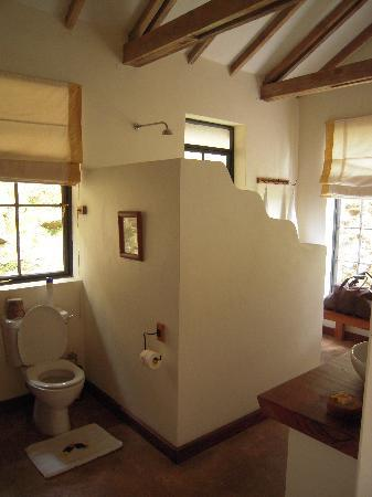 Bwindi Impenetrable National Park, Uganda: Bathroom