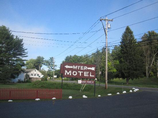 Myer Country Motel : Myer Motel Sign