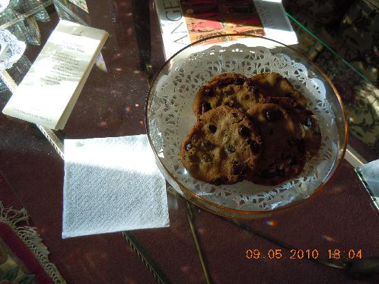 Angel of the Morning Bed and Breakfast: Rosemary's Homemade Chocholate Chip Cookies - YUMMY!