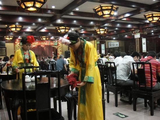 LuoYang ZhenBuTong Restaurant (ZhongZhou East Road) : Waitresses, happy in their work