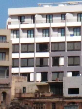Dean Hamlet Hotel: Edificio desde el puerto