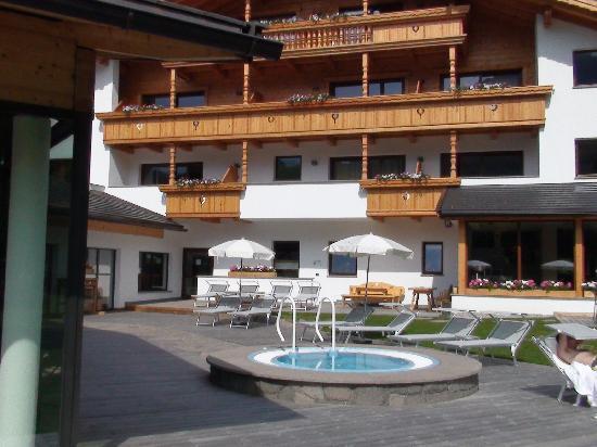 Hotel Arnaria: Idromassaggio esterno