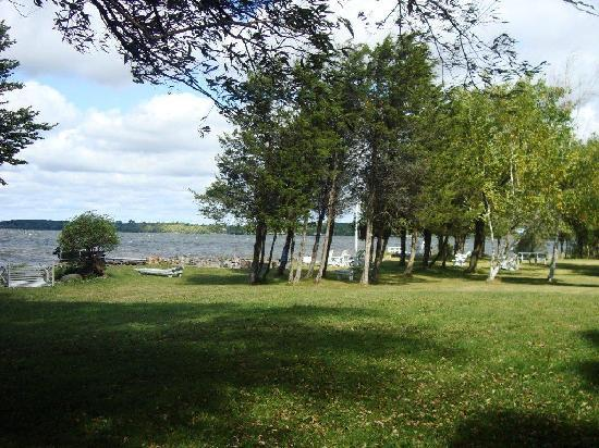 North Port, Kanada: Grounds
