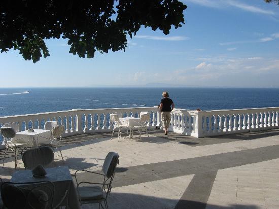 Grand Hotel Cocumella: The terrace view