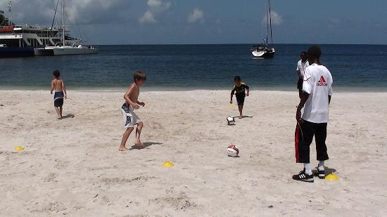 Buccament Bay Resort: Football on the beach