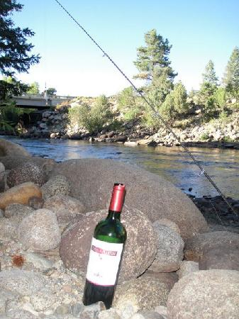 Mountain River Inn Bed & Breakfast: Wine and fishing at the river