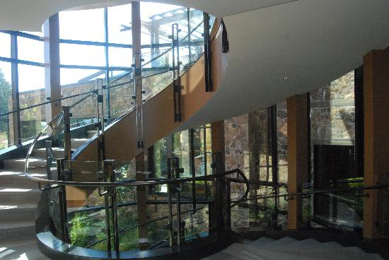 Allison Inn & Spa: spiral staircase