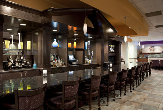 The Bistro Doubletree Guest Suites Cincinnati Blue Ash Sharonville Restaurant Reviews Phone Number Photos Tripadvisor