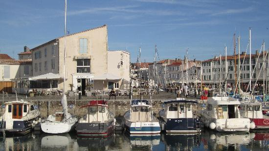 La Baleine Bleue : From across the port