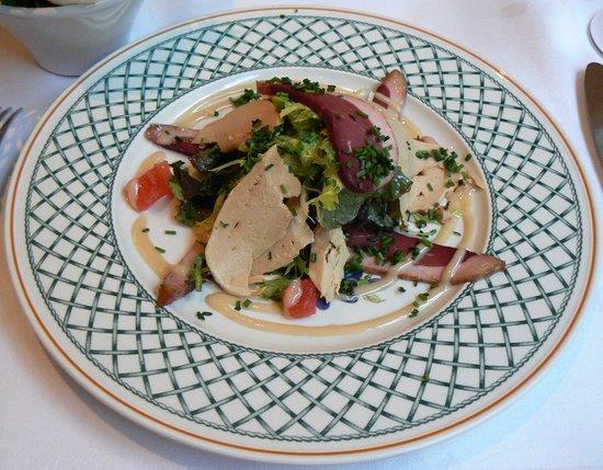 Restaurant de la Tour: frois gras and duck breast salad