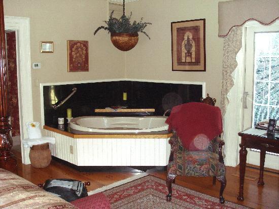 Arrowhead Inn: Our room pic #1