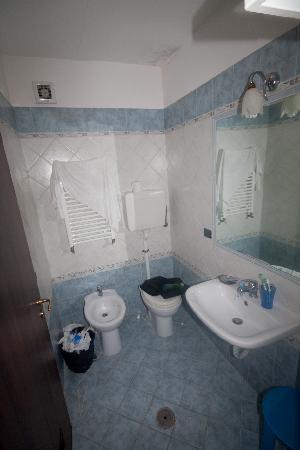 Hotel Duomo: Bathroom View 2