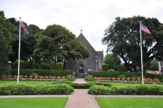 Merton Hotel: WWII cemetary gardens