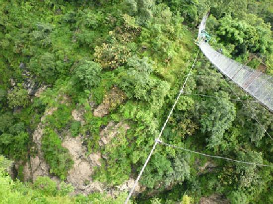 The Last Resort: Puente y entrada al Resort