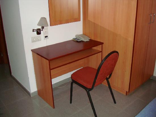 Hotel Torre Vermella: Tisch zum Arbeiten