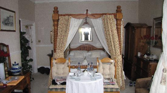 The Old Rectory at Broseley: Four Poster Bed