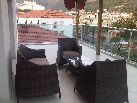 Emre Beach : Balcony