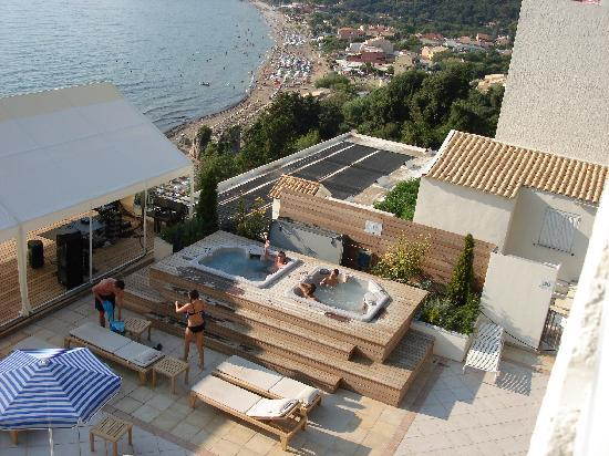 Mayor La Grotta Verde Grand Resort: Rooftop jacuzzi area