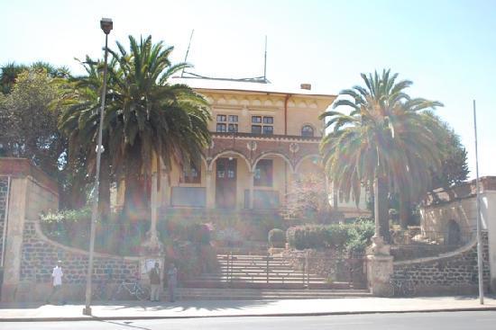 Asmara, Eritrea: Oper von der Hauptstrasse aus