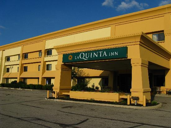 La Quinta Inn Toledo Perrysburg: Outside of motel