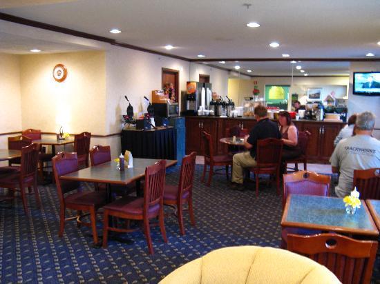 La Quinta Inn Toledo Perrysburg: Breakfast room